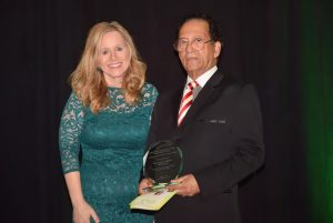 dr kali chaudhuri receives award